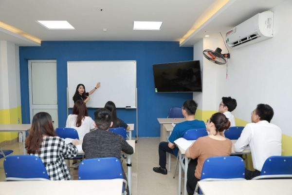 Đội ngũ giảng viên có chuyên môn giỏi và tâm huyết sẽ luyện thi ielts cho người đi làm